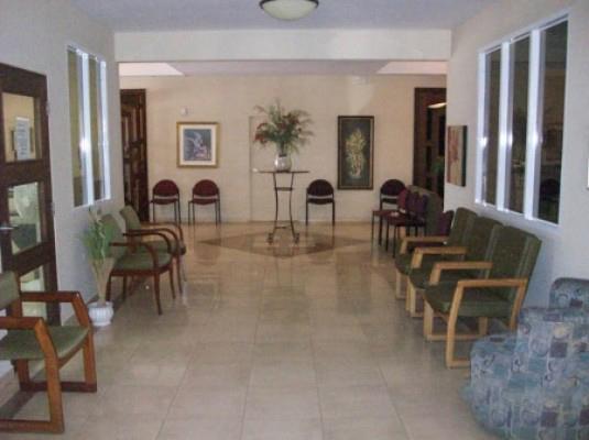 Vestíbulo área de oficinas y salón comedor